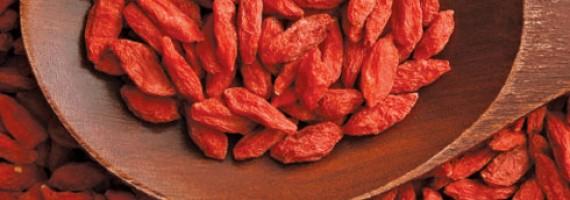 Oatmeal with Peaches and Goji Berries Recipe